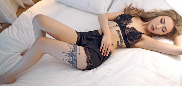 性感尤物晗大大Via黑色蕾丝情趣诱惑,躺在床上表情销魂